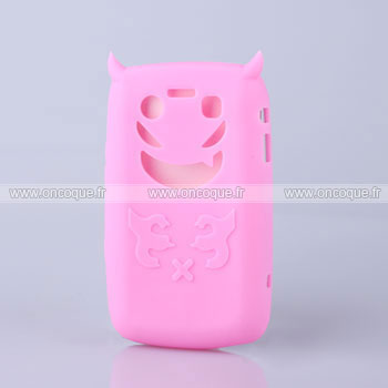 Coque blackberry bold 9700 demon silicone housse gel rose for Housse blackberry
